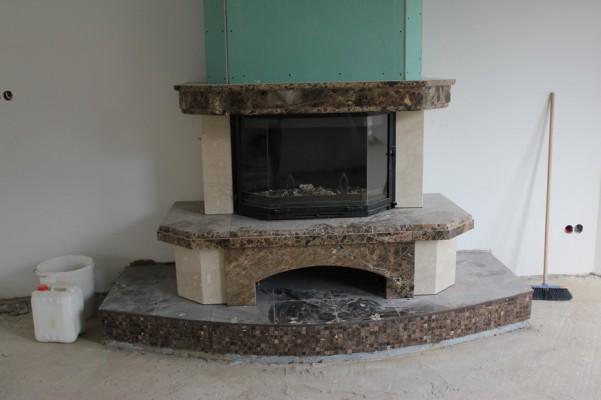 Камин вид от дивана