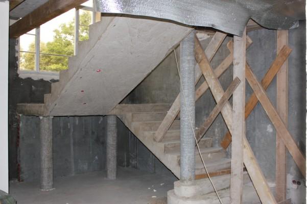 Лестница, первый этаж