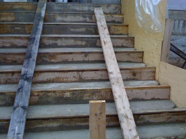 Залитая уличная лестница